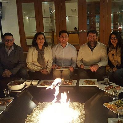 Students and alumni enjoying dinner