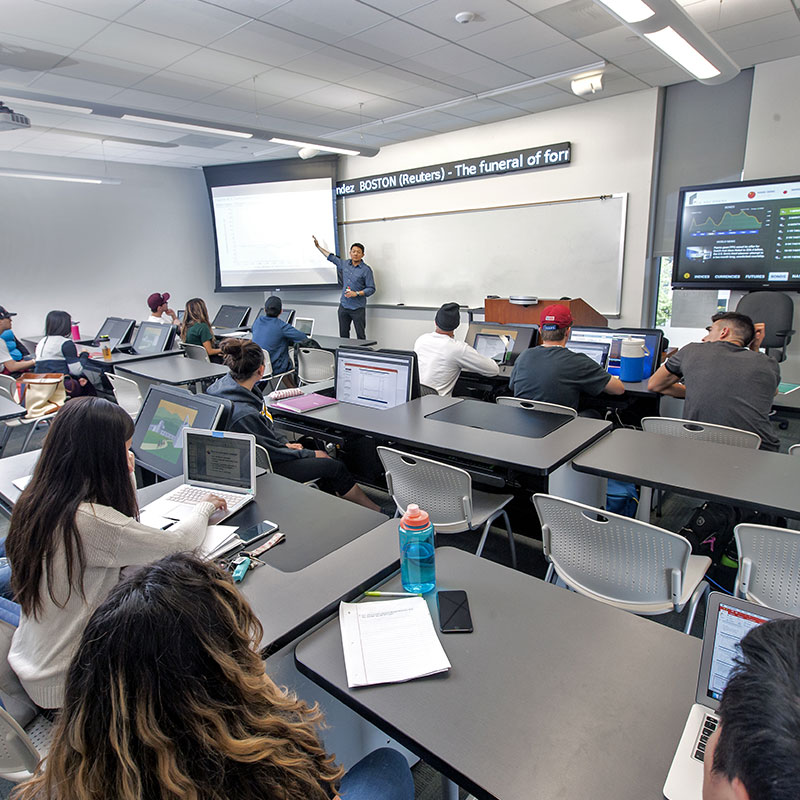 Professor lecturing students in Bloomberg lab